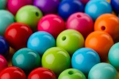 Beaucoup ont coloré des perles de perles en verre pour des bijoux Images libres de droits