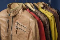 Beaucoup ont coloré la veste en cuir Photo stock