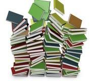 Beaucoup ont empilé la chute colorée de livres Photographie stock libre de droits