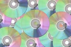 Beaucoup plaquent le CD, disque de DVD au fond photos stock