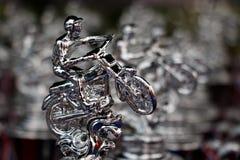 Beaucoup soutiennent le trophée argenté pour la moto extrême de sport, la concurrence de motocross Photos stock