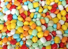 Beaucoup sucrerie et caoutchouteux sucrés en vente dans la stalle de sucrerie dans les gens du pays images libres de droits