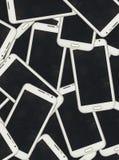 Beaucoup téléphone intelligent dans la lumière de studio photos libres de droits