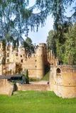 Beaufort城堡废墟在森林里 免版税图库摄影