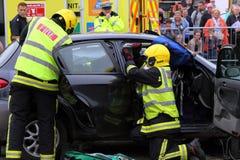 Beaulieu, Hampshire, Großbritannien - 29. Mai 2017: Feuerwehrmänner, die zu Zutritt erhalten lizenzfreies stockbild