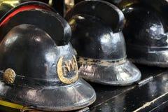 Beaulieu, Hampshire, het UK - 29 Mei 2017: Uitstekende brandweerman` s helmen Stock Afbeelding