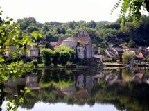 Beaulieu-sur-Dordogne sikter av abbotskloster kyrktar Saint Pierre (Frankrike) arkivbilder