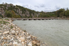 Beaume Λα χωριό στον ποταμό Ardeche Στοκ εικόνα με δικαίωμα ελεύθερης χρήσης