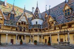 Beaune-Hotel Dieu colorfu Dächer Lizenzfreies Stockbild