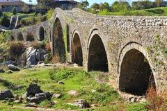 Beauriful rzymski most w Mesa miasteczku zdjęcie stock