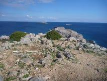Beaurifull niewygładzony skalisty wybrzeże karpasia półwysep zdjęcie royalty free