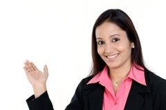beaustiful kvinna för affärsgestpresentation royaltyfria bilder