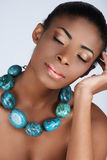 Beauté africaine en collier images stock