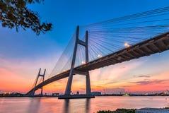 Beauté architecturale de Phu mon fil de pont Photos libres de droits