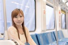 Beauté asiatique dans des chariots de MRT Images stock