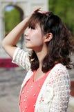 Beauté asiatique en stationnement Photo stock