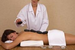 Beauté au massage de lastone Photographie stock libre de droits