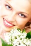 Beauté avec des fleurs image stock
