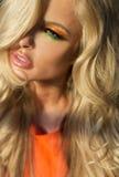 Beauté blonde étonnante de Portrai OD images stock