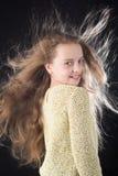 beauté coiffeur d'enfant Peau et soins capillaires Petite fille avec de longs cheveux Portrait de mode de peu de fille enfance de photo libre de droits