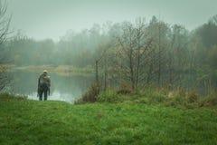 Beauté d'automne dans le lac naturel Image stock
