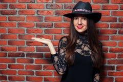 Beauté dans le chapeau Images libres de droits