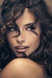 Beauté de cheveux bouclés photographie stock