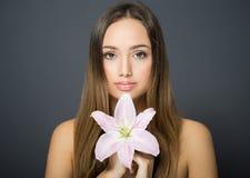 Beauté de cosmétiques de brune photographie stock