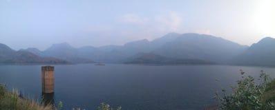 Beauté des collines de barrage de pothundi photographie stock libre de droits