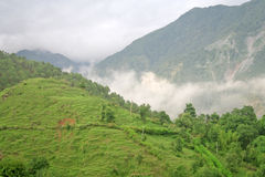 Beauté enveloppée et nuages de l'Himalaya Inde de mousson Images libres de droits