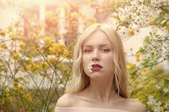 Beauté, jeunesse et fraîcheur au printemps, Pâques photos libres de droits
