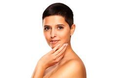 Beauté naturelle - femme avec les cheveux courts Photographie stock libre de droits