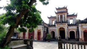 Beauté paisible au temple de village images stock