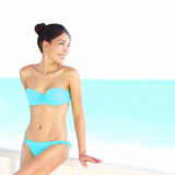 Beauté de femme de bikini de plage Photographie stock libre de droits