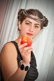 Beauté et pomme Photographie stock libre de droits