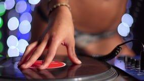Beautfiul weibliches DJ stock footage