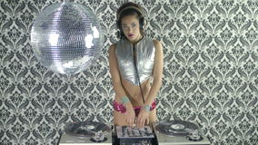 Beautfiul weibliches DJ stock video footage