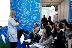 Beautician che dà una presentazione Immagine Stock