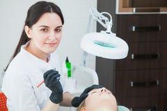 Beautician cosmetologist applying permanent makeup Royalty Free Stock Photos