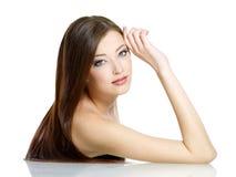 beautidul秀丽头发长的妇女 免版税库存照片