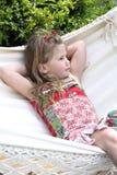 beautifil ξανθή αιώρα παιδιών Στοκ Εικόνες