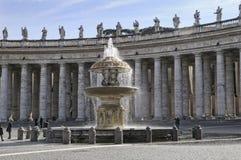 Beautifil fontanny w St Peters kwadracie w Rzym Obrazy Royalty Free