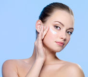 Beautifu woman applying cream on face Royalty Free Stock Images