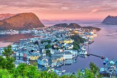 Free Beautiful Alesund In The Early Morning Sunshine Royalty Free Stock Images - 181734019