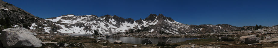 A beautiful alpine lake in the Sierra Nevadas Royalty Free Stock Photos
