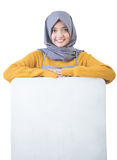 Beautiful Asian cafe owner holding blank white board Royalty Free Stock Photos