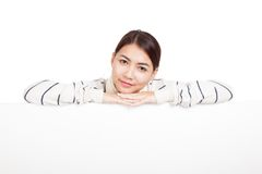 Beautiful Asian girl with scarf rest her chin on  blank sign Royalty Free Stock Photos