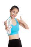 Beautiful Asian healthy girl with bottle of drinking water Royalty Free Stock Photos