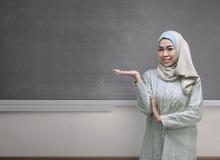 Beautiful asian muslim woman wearing hijab showing copyspace are Royalty Free Stock Photos