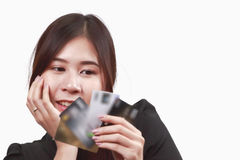 Beautiful Asian woman hold credit cards, with confident smile. Royalty Free Stock Photos